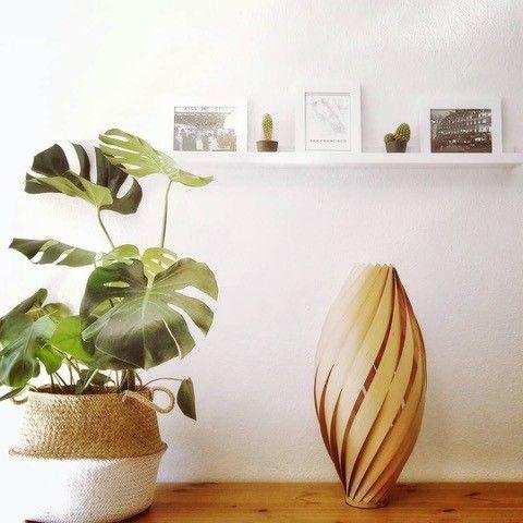 Designer-Furnier-Bodenleuchten in Zirbe massiv. Exklusive und attraktive Stimmungsleuchten