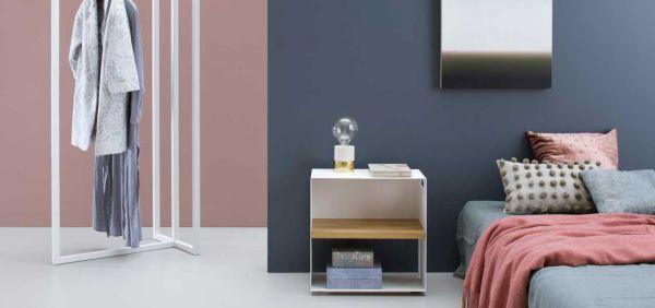 Der stehende Kleiderbügel CLUBBER 70x50x180 cm, schwarz oder weiss matt