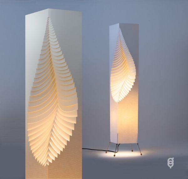 Stehleuchte LEAF, 107 cm. Kunstvolles Licht-Objekt. Handgemacht. Stimmungsvoll