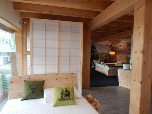 SHOJI-Schrank in Fichte massiv, weissgeölt. Schiebe-Elemente aus japanischem Reispapier