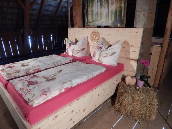 """Zirben-BOX-Bett """"SECRET GOLD"""" 180x200cm Bettanlage mit majestätischer Vertäfelung"""